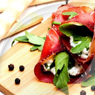 Roulades de bresaola avec robiola et légumes