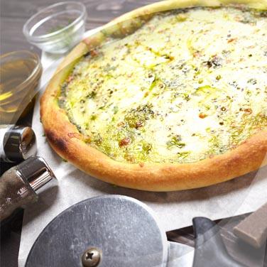 Pizza aux pommes de terre, pistou et stracchino